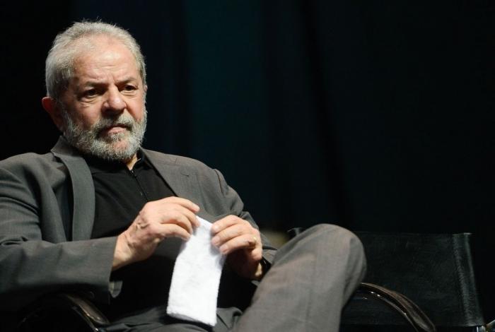 Lula chama torcida do Vasco de 'maior do Rio' e faz campanha por ambulantes de São Januário