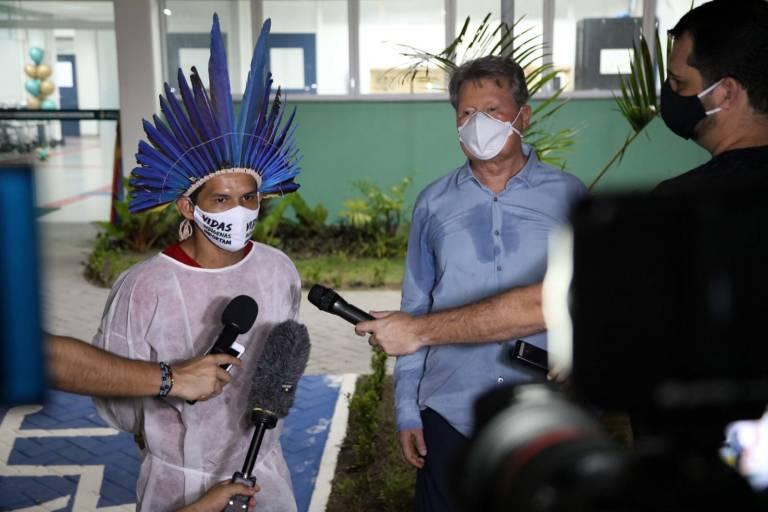 Prefeito assegura tratamento a pacientes indígenas em hospital de campanha
