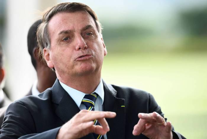 Reabertura de escolas fica a cargo de governadores e prefeitos, diz Bolsonaro