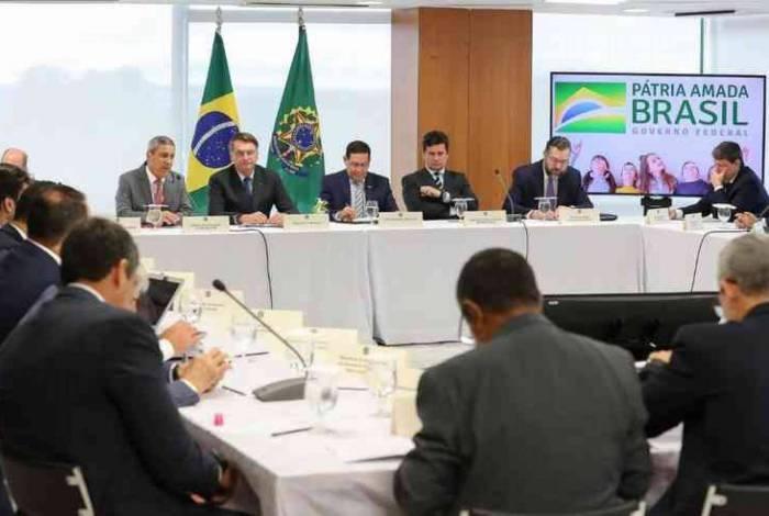 'Entreguei com dor no coração', diz Bolsonaro sobre vídeo de reunião ministerial