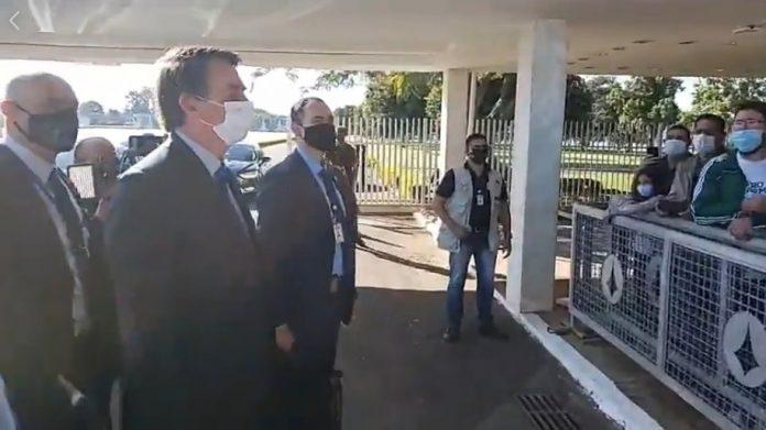 """Bolsonaro ironiza repressão: """"alguém ontem viu o quebra-quebra em Curitiba? Gostou?"""""""