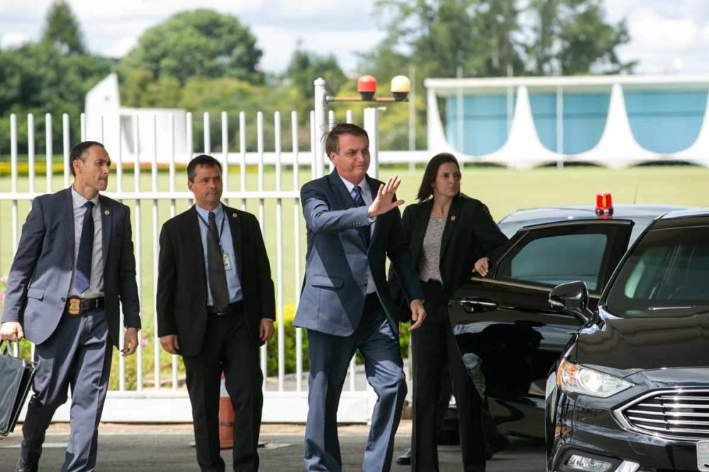 Bolsonaro diz que quer ter maioria no Congresso para liberar porte de arma