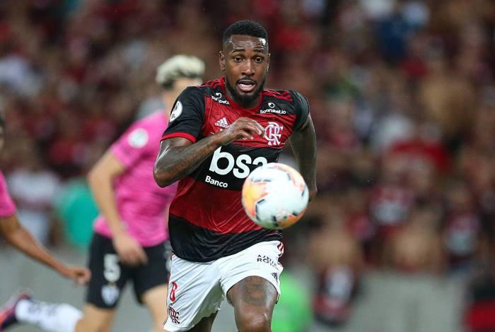 Após sondagem de dois grandes do futebol europeu, pai de jogador do Flamengo afirma: 'É difícil segurar'