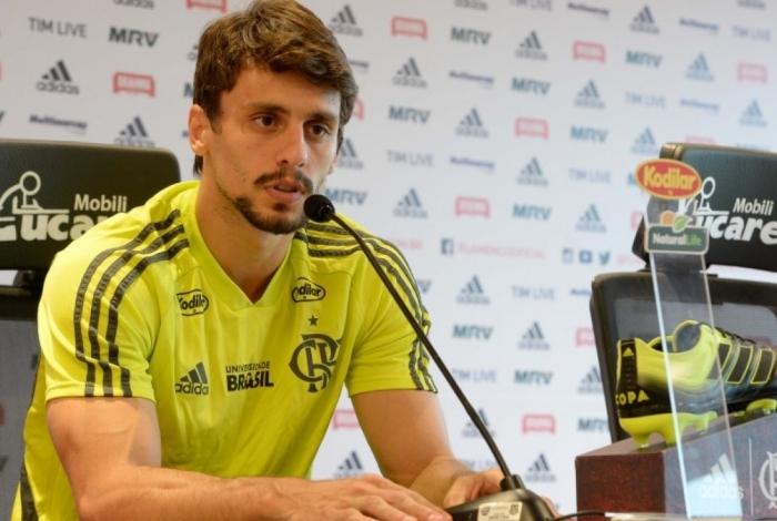 Além de Gérson, Flamengo pode receber propostas da Europa por Rodrigo Caio