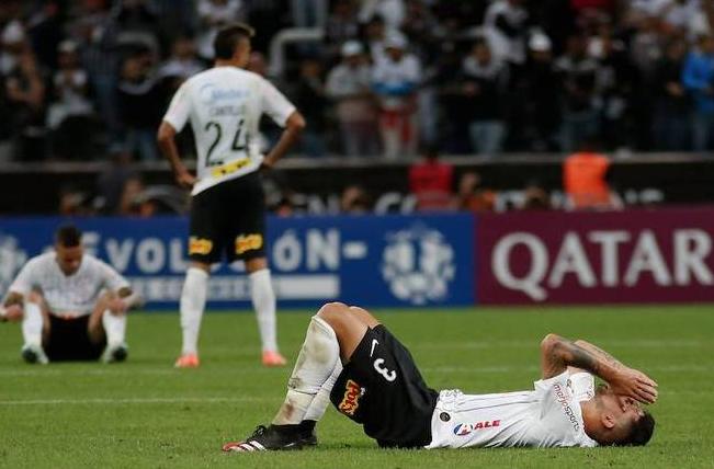 Dívida da Arena e salário atrasado! Corinthians beira o 'fundo do poço'