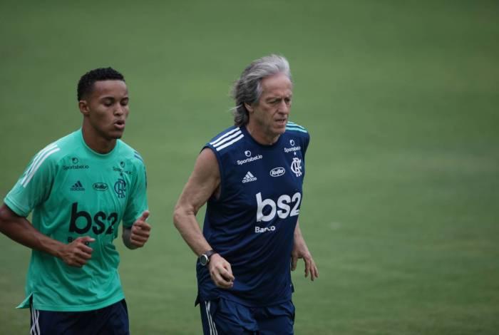 Jesus convoca cinco atletas da base para treinos com o profissional do Flamengo