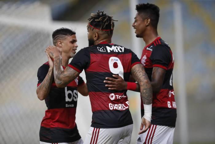 No retorno do Carioca, Flamengo derrota o Bangu por 3 a 0 no Maracanã