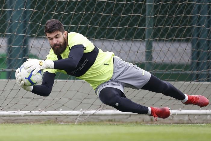 Vasco anuncia renovação do contrato com o goleiro Fernando Miguel até 2022
