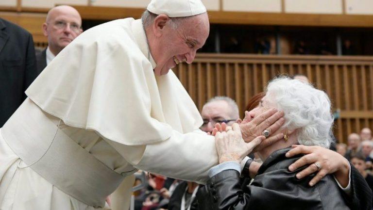 Papa declara: 'Sem os idosos não há futuro. Covid-19 mostrou despreparo da sociedade'