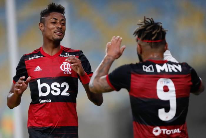 RedeTV se anima com chance de transmitir jogos do Flamengo, mas recua por medo da Globo