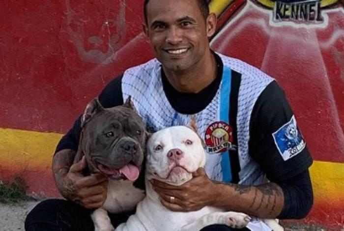 Ex-goleiro Bruno faz propaganda de canil e causa revolta na Web