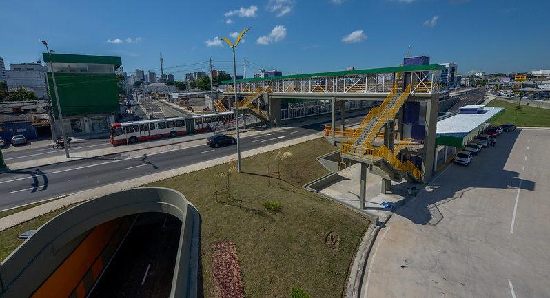 Arthur Neto inaugura complexo viário e lança novas linhas de ônibus em Manaus