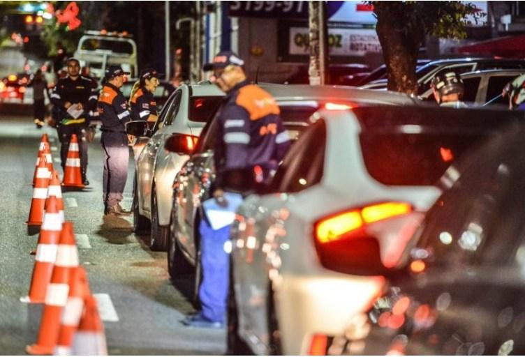 Motorista nua é flagrada em blitz na zona Centro-Sul de Manaus