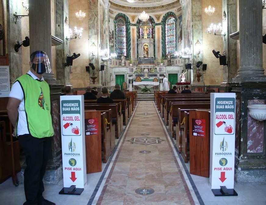 Missas presenciais retornam com fiéis em 'novo normal' em Manaus