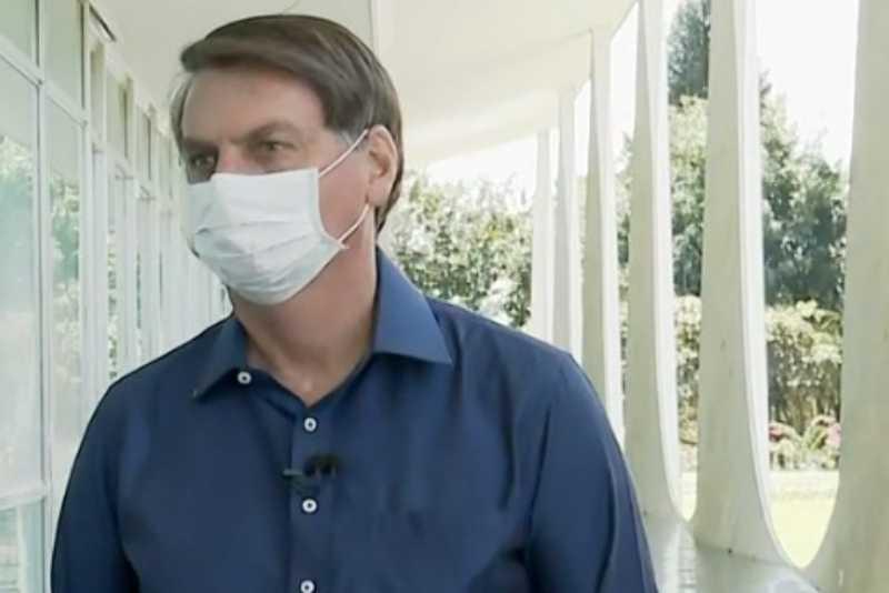 Após realizar quatro exames, Bolsonaro testa positivo para coronavírus oficialmente