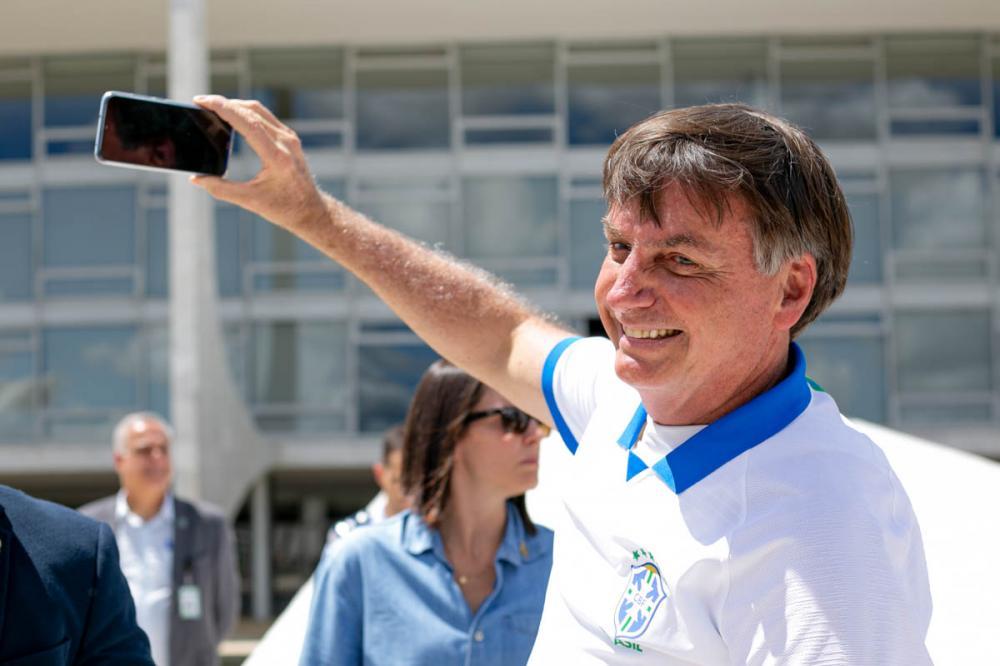 Em aglomerações e sem máscara, Bolsonaro aumentou risco de pegar Covid-19