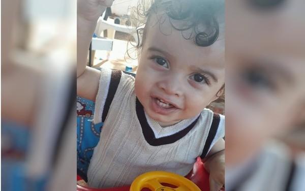 Pai acusa polícia pela morte do filho de 1 ano após ser preso e criança ficar sozinha com irmãos