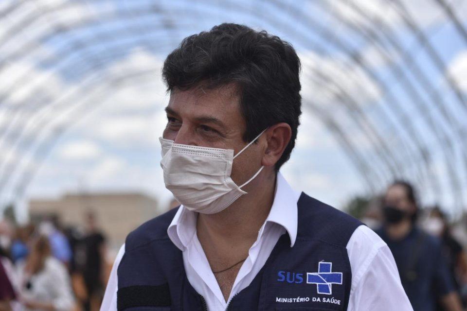 """Mandetta sobre Bolsonaro: """"Não usa máscara, aglomera, transmitiu a muitos"""""""
