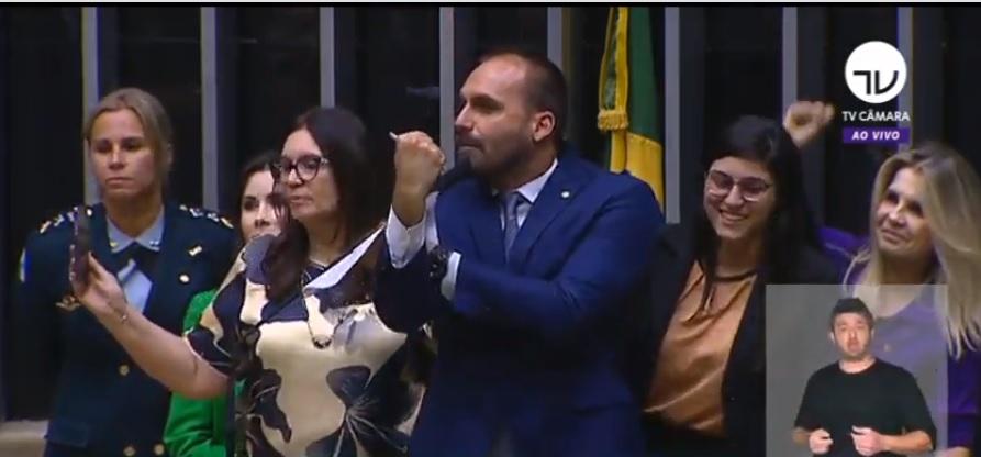 """Eduardo Bolsonaro critica suspensão de atividades pela Justiça: """"Qual embasamento?"""""""