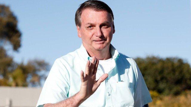 Bolsonaro volta a criticar governadores e diz que auxílio emergencial permanente quebra o país