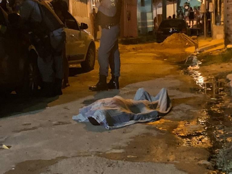 Homem é executado a tiros em beco no bairro da Paz