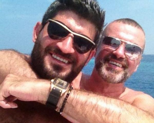 Companheiro nega suicídio de George Michael e diz que teve conta invadida