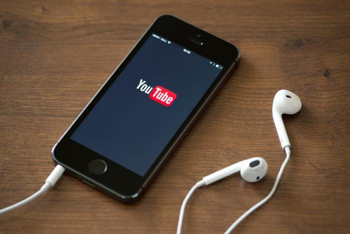 Descubra como fechar o app do YouTube e continuar ouvindo música