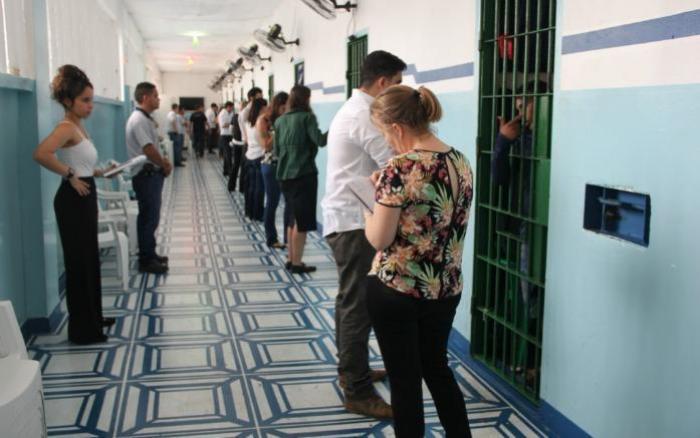 Cerca de 240 presos do Compaj estão aptos a irem para as ruas, aponta Defensoria