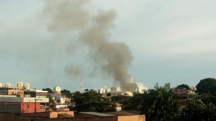 Incêndio atinge galpão na Zona Oeste de Manaus