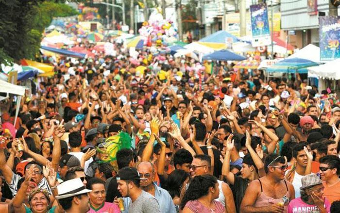 Bandas levam mais de 120 mil foliões para as ruas de Manaus no fim de semana