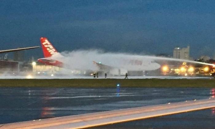 Turbina de avião pega fogo e aeroporto de Congonhas é fechado