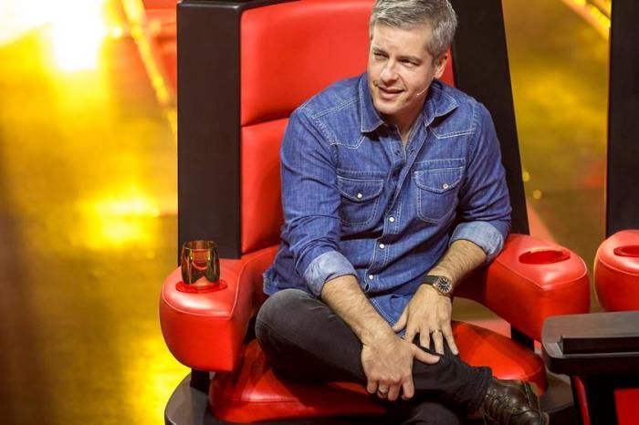 Após denúncia de agressão, cantor Victor deixa o The Voice Kids