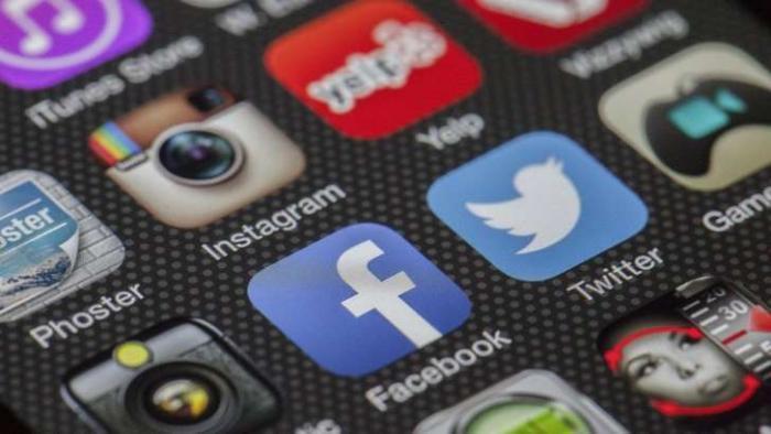 Redes sociais aumentam sensação de solidão, diz estudo