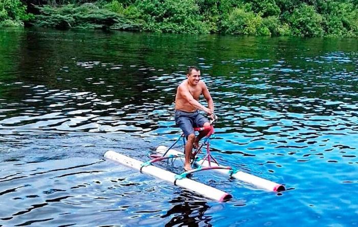 Mecânico cria bicicleta aquática em Barcelos