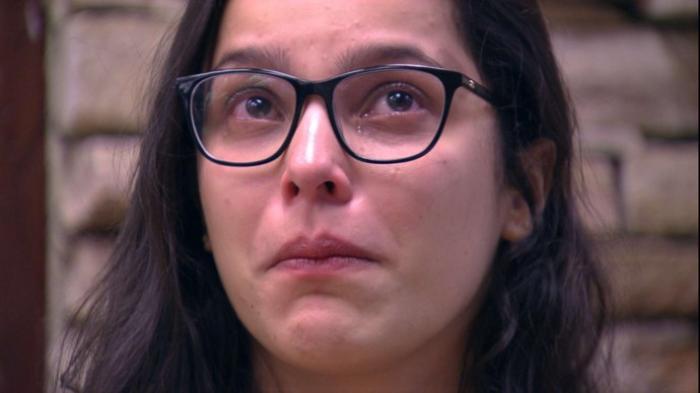 Emilly chora e dispara sobre ser ignorada: 'Tem noção do quanto isso me machucou?'