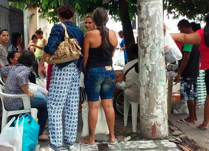 Familiares são impedidos de entregarem alimentos para internos da Vidal Pessoa