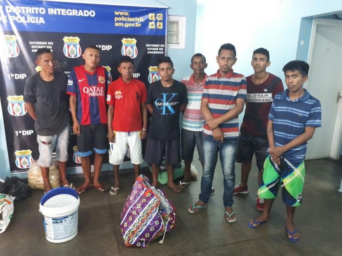 Grupo é preso por invasão e furto de farinha e cabos de cadeia desativada em Manaus