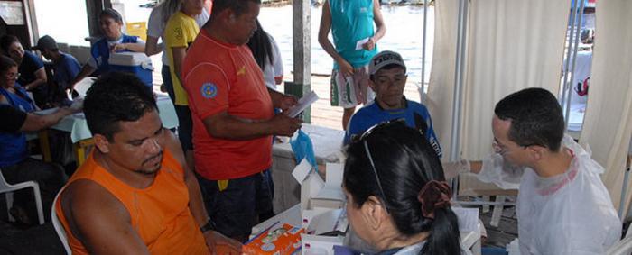 Ação de saúde da Prefeitura de Manaus beneficia feirantes da Panair