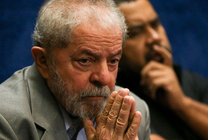 Lula é condenado na Lava Jato a nove anos e seis meses de prisão