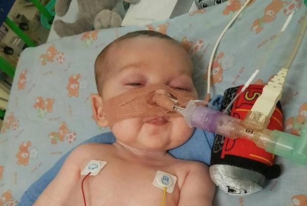 Após longa batalha judicial e médica, bebê Charlie Gard morre no Reino Unido