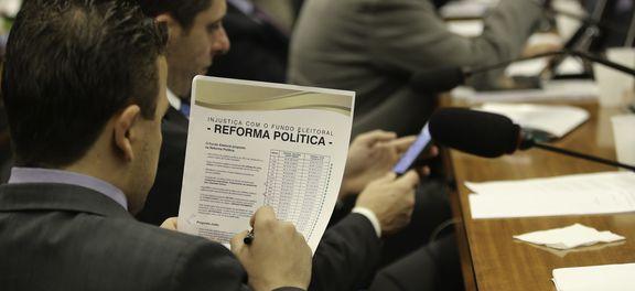Comissão da Câmara aprova distritão para eleições de 2018 e 2020