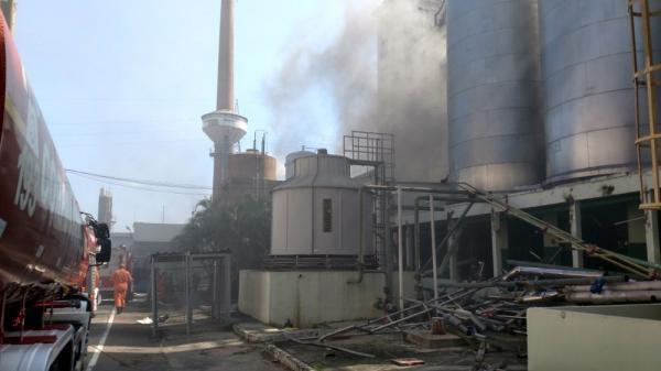Fogo atinge antigo prédio de cervejaria no Centro de Manaus