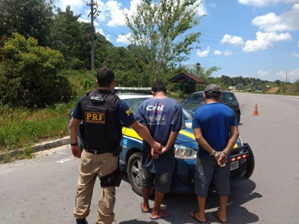 Pai e filho são presos após tentarem subornar agentes da PRF na BR-174