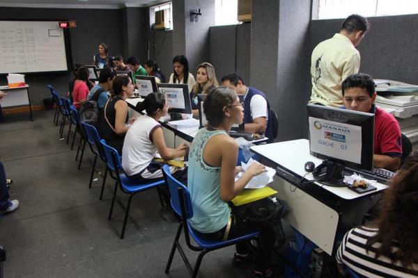 Entrega de documentação do Bolsa Idiomas começará na quarta