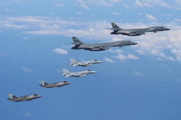 Bombardeiros dos EUA sobrevoam península coreana em reação a míssil norte-coreano