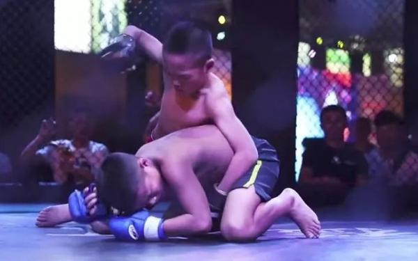 Academia na China adota crianças órfãs para lutar MMA