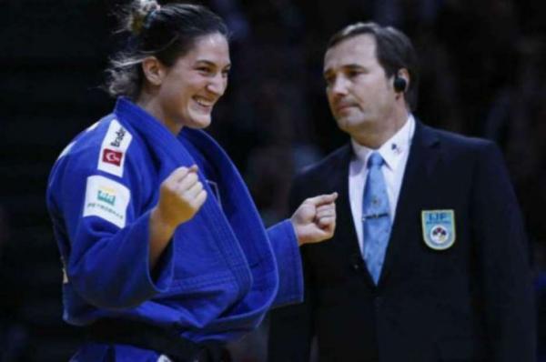 Brasileira Mayra Aguiar é bicampeã mundial de judô