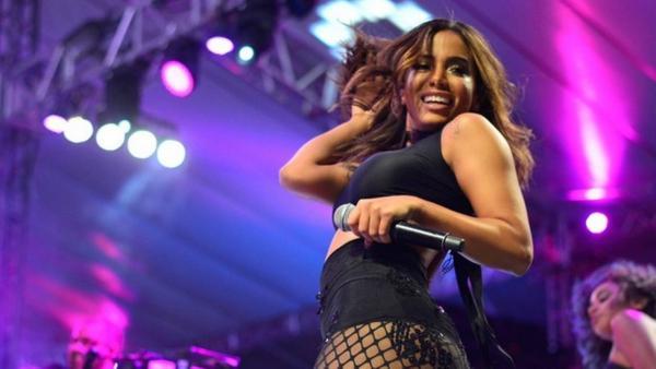 Anitta responde vereador que a comparou com prostituta