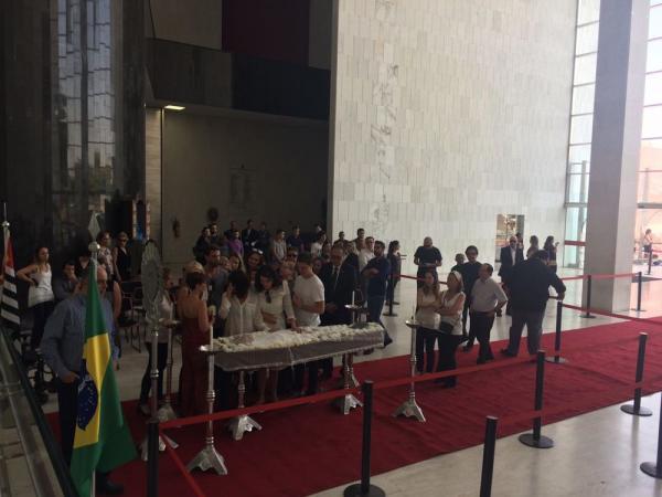 Corpo de Marcelo Rezende é velado na Assembleia Legislativa de SP