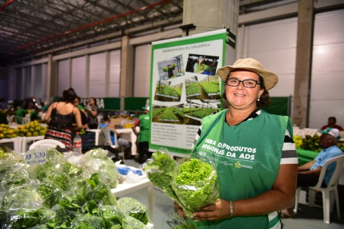Para gerar emprego e renda, Governo do Amazonas investe em feiras de produtos regionais